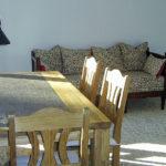Möblierte Wohnung Nürnberg - Wohnzimmer mit Tisch und Sofa